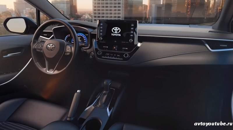 Интерьер Тойоты Короллы 2019 подталкивает к агрессивному тест драйву автомобиля