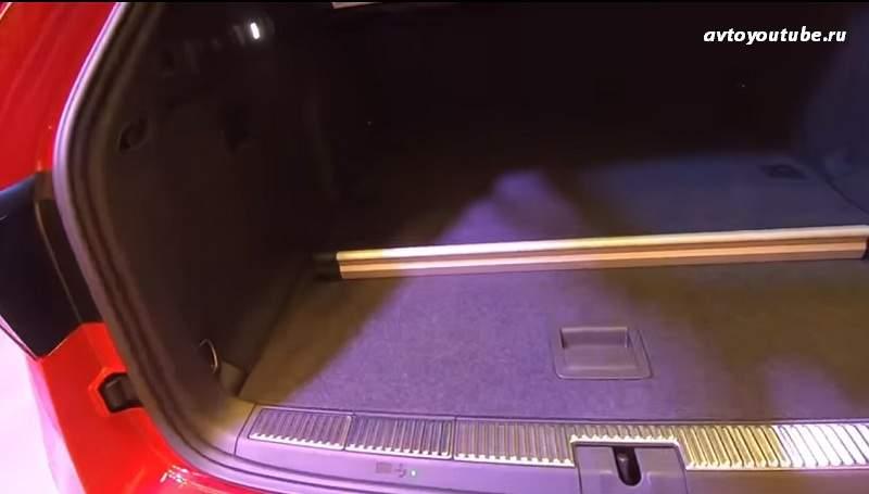 В багажнике новой Суперб появилась планка для разделения объема багажника на зоны