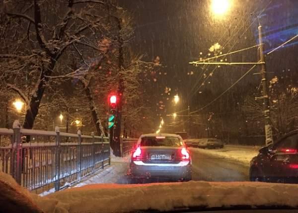 Правила вождения ночью в снегопад