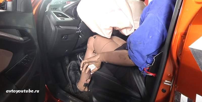 Педальный узел не повредил голени водителя Лада Веса СВ Кросс после краш-теста