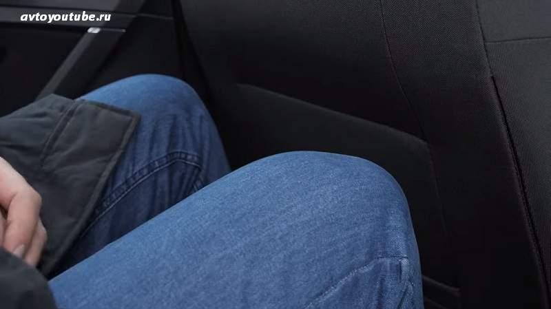 мало места для ног задним пассажирам в Volkswagen Golf 2019