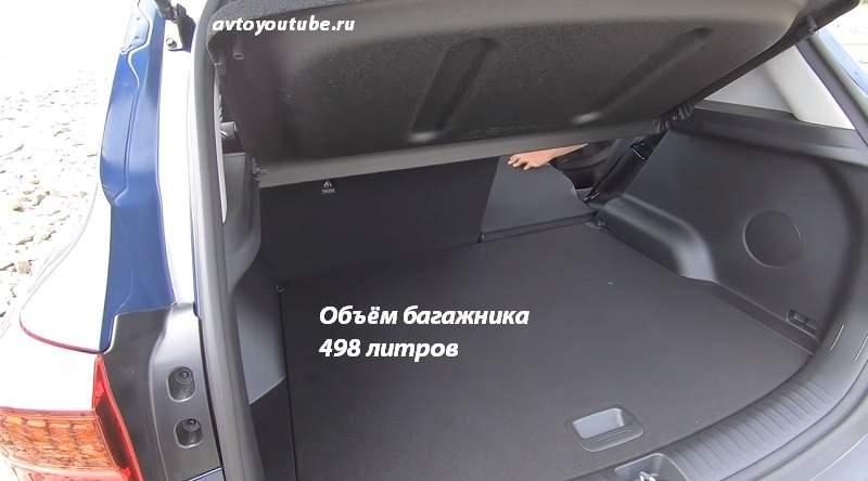 При складывании задних сидений в багажнике Киа Селтос ровный пол не получается